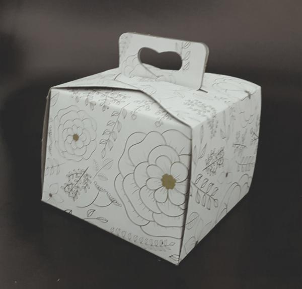 Cutie tort imprimata cu motiv floral